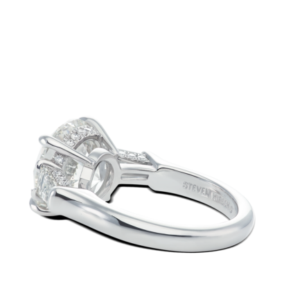 Ring-Davina-three-stone-ring-diamonds-platinum-steven-kirsch-03.png