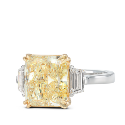 ring-kelly-three-stone-yellow-diamond-trapezoids-platinum-steven-kirsch-01.png