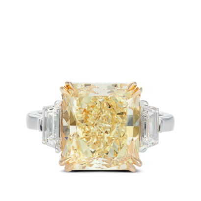 ring-kelly-three-stone-yellow-diamond-trapezoids-platinum-steven-kirsch-02.png