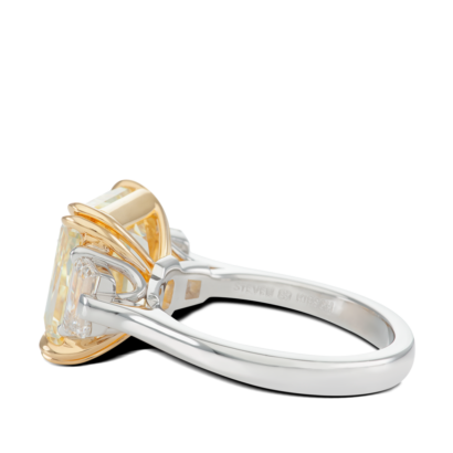 ring-kelly-three-stone-yellow-diamond-trapezoids-platinum-steven-kirsch-03.png