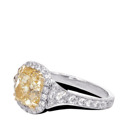 ring-Fleurdelis-cushion-diamond-halo-pave-platinum-gold-steven-kirsch-3.png