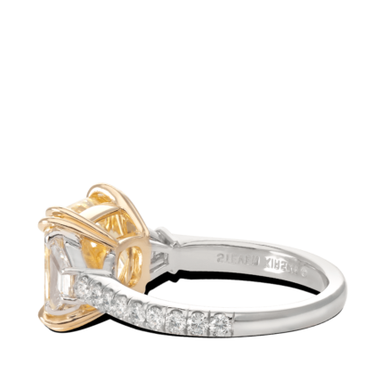 ring-allure-yellow-cushion-diamond-pave-three-stone-gold-platinum-steven-kirsch-1.png