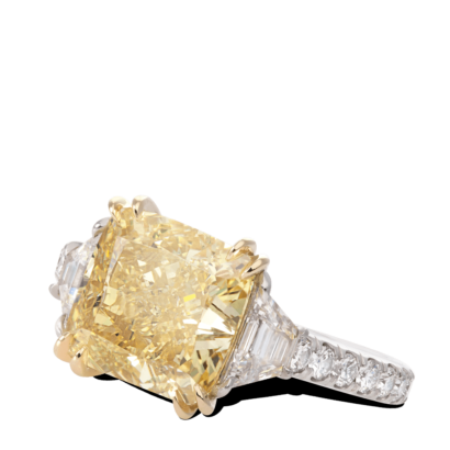 ring-allure-yellow-cushion-diamond-pave-three-stone-gold-platinum-steven-kirsch-3.png