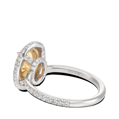 ring-lumière-yellow-diamond-halo-oval-white-diamonds-double-edge-pave-platinum-steven-kirsch-3.png