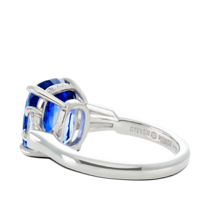 ring-charlotte-three-stone-sapphire-baguettes-diamonds-platinum-steven-kirsch-03.png