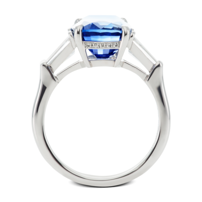 ring-charlotte-three-stone-sapphire-baguettes-diamonds-platinum-steven-kirsch-04.png